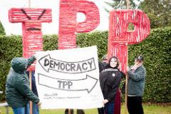 Protestas mundiales sobre el TPP. (Foto CC BY(Caelie_Frampton) -NC-SA).